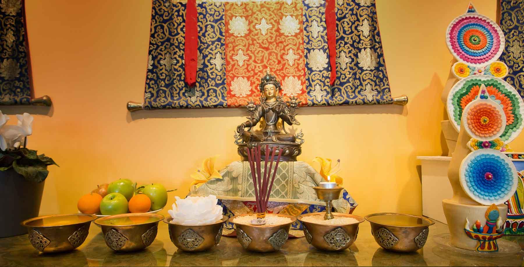 Buda encima de un mueble: ni idolatría ni iconoclastia en el altar