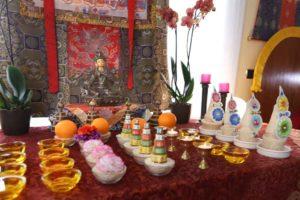 ofrendas-altar-budista