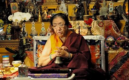 yetsun kushok meditando